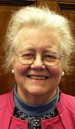 Peggy McIntosh, η θεωρητικός που τεκμηρίωσε πρώτη την έννοια του προνομίου όπως τη χρησιμοποιούμε σήμερα στα πλαίσια των αγώνων κοινωνικής δικαιοσύνης.