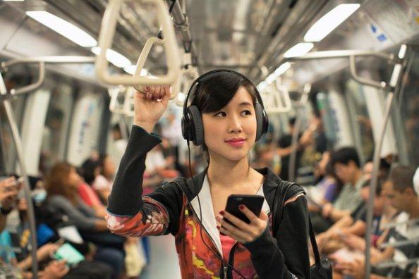 woman_headphones