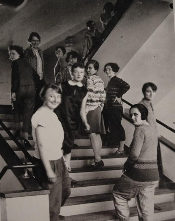 lux-feininger-bauhaus-women-on-stairs-800x1006